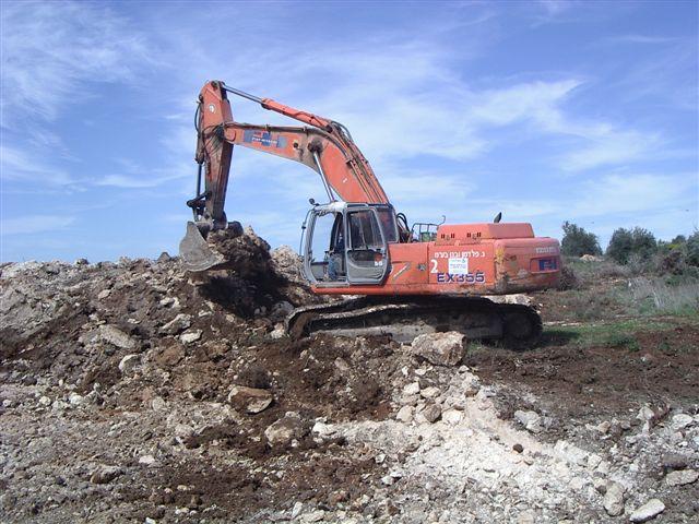 עבודות דחפור בקיבוץ בחן